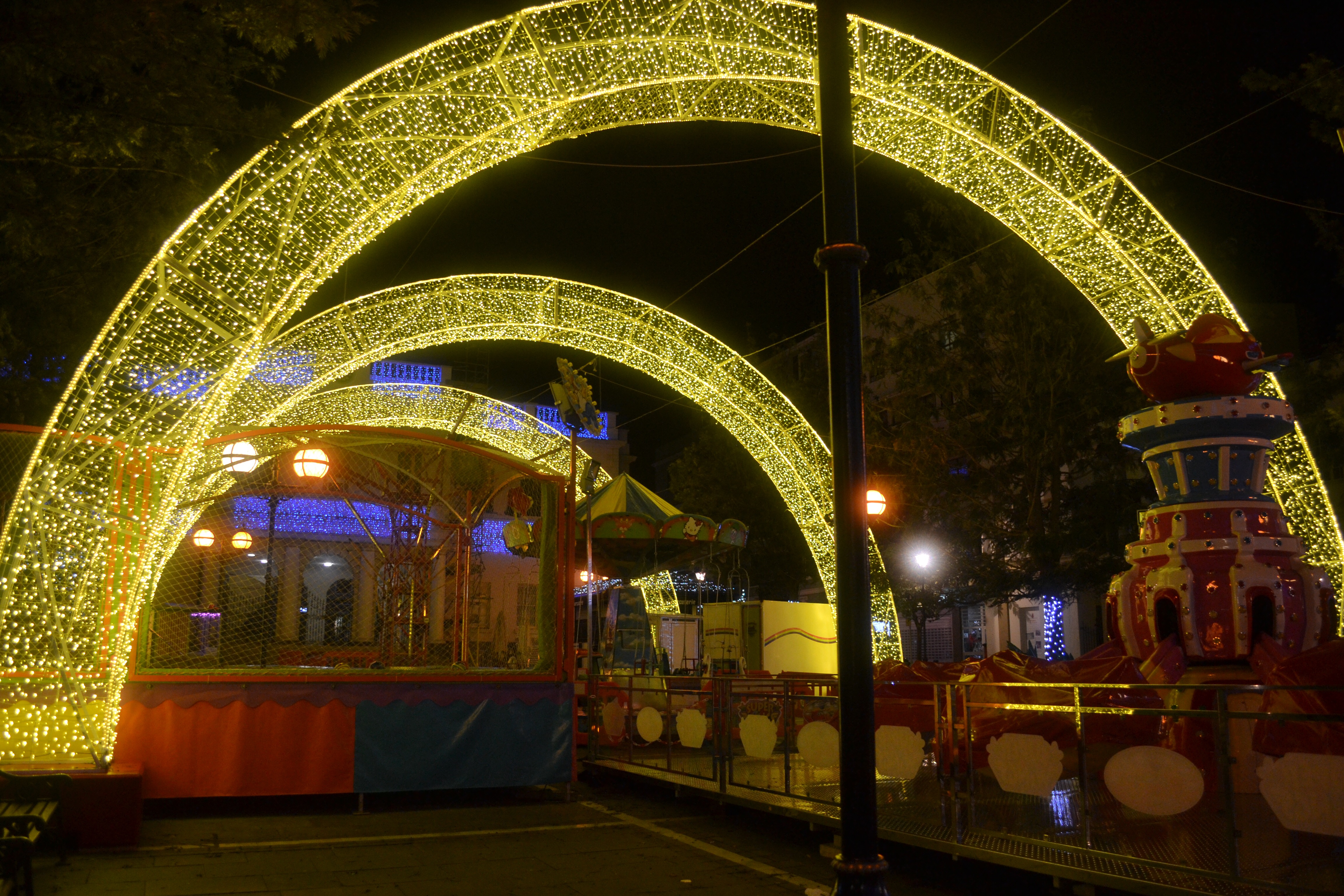 this year the area has been illuminated with these arches of fairy lights which are really quite stunning as you round the corner and see it